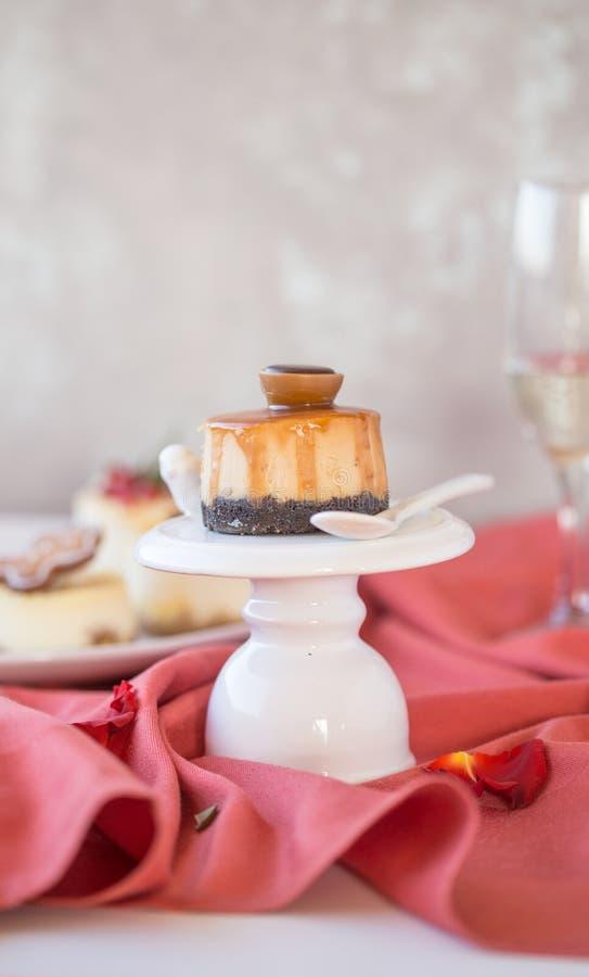 Receta tradicional de la torta del invierno del pastel de queso de la Navidad Rebanada del pastel de queso imagen de archivo libre de regalías