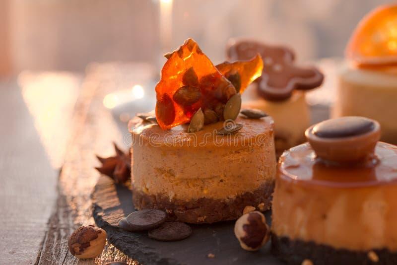 Receta tradicional de la torta del invierno del pastel de queso de la Navidad Rebanada del pastel de queso imágenes de archivo libres de regalías