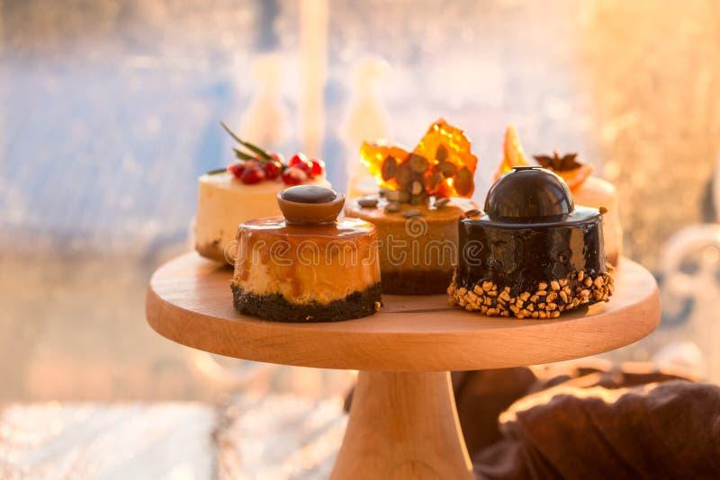 Receta tradicional de la torta del invierno del pastel de queso de la Navidad Rebanada del pastel de queso fotos de archivo libres de regalías