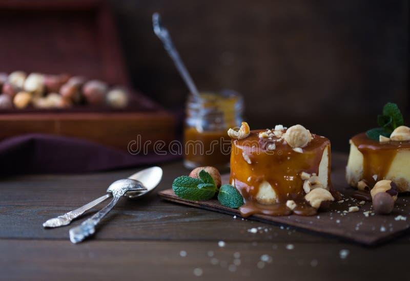 Receta tradicional de la torta del invierno del pastel de queso de la Navidad Rebanada del pastel de queso fotografía de archivo libre de regalías