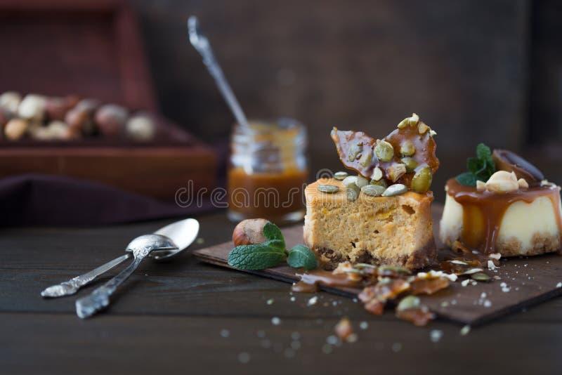 Receta tradicional de la torta del invierno del pastel de queso de la Navidad Rebanada del pastel de queso foto de archivo libre de regalías