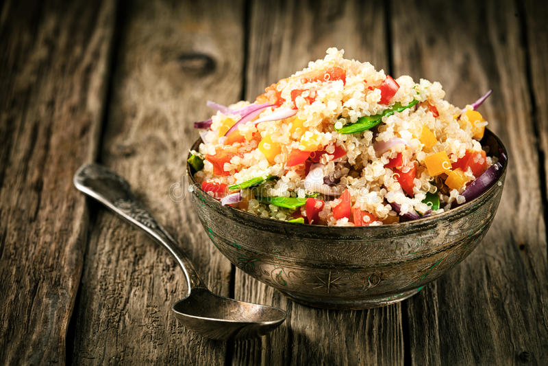 Receta vegetariana sana de la quinoa imágenes de archivo libres de regalías