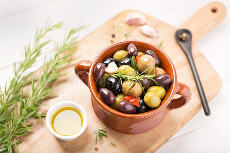 Recette méditerranéenne marinée d'olives image stock