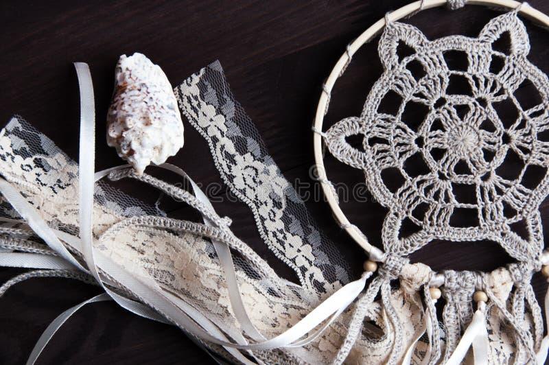 Receveur beige de rêve de napperon de crochet photographie stock
