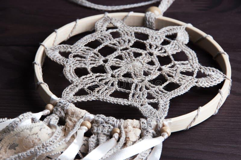 Receveur beige de rêve de napperon de crochet photos stock