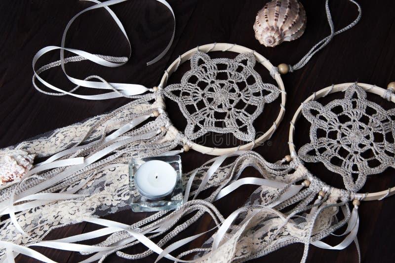 Receveurs beiges de rêve de napperon de crochet photos libres de droits