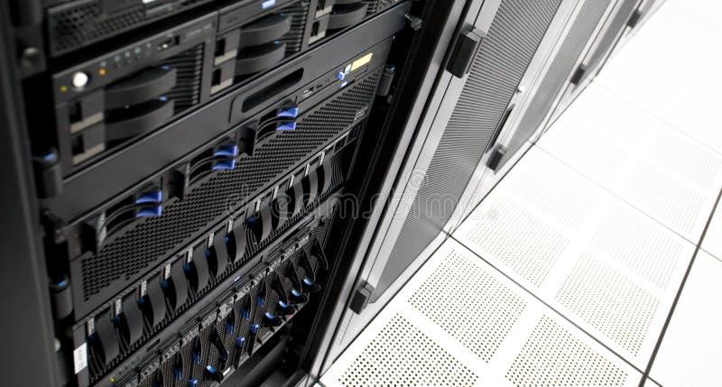 Rechenzentrum-Server-Zahnstange lizenzfreie stockfotos