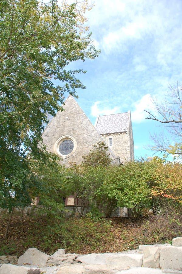 Recherche d'un seul trait : La vue d'une ingénue de la chapelle de Kumler à l'université de Miami photos stock
