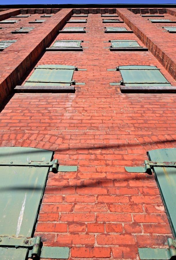 Download Recherche D'un Vieil Immeuble De Brique Image stock - Image du étage, weathered: 45352191