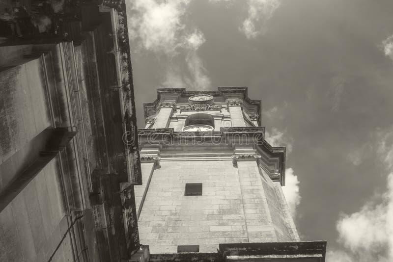 Recherche d'un vieux bâtiment dans Siggiewi, Malte image libre de droits