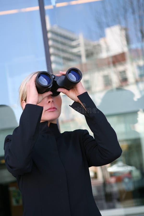 Recherche de femme d'affaires photo libre de droits