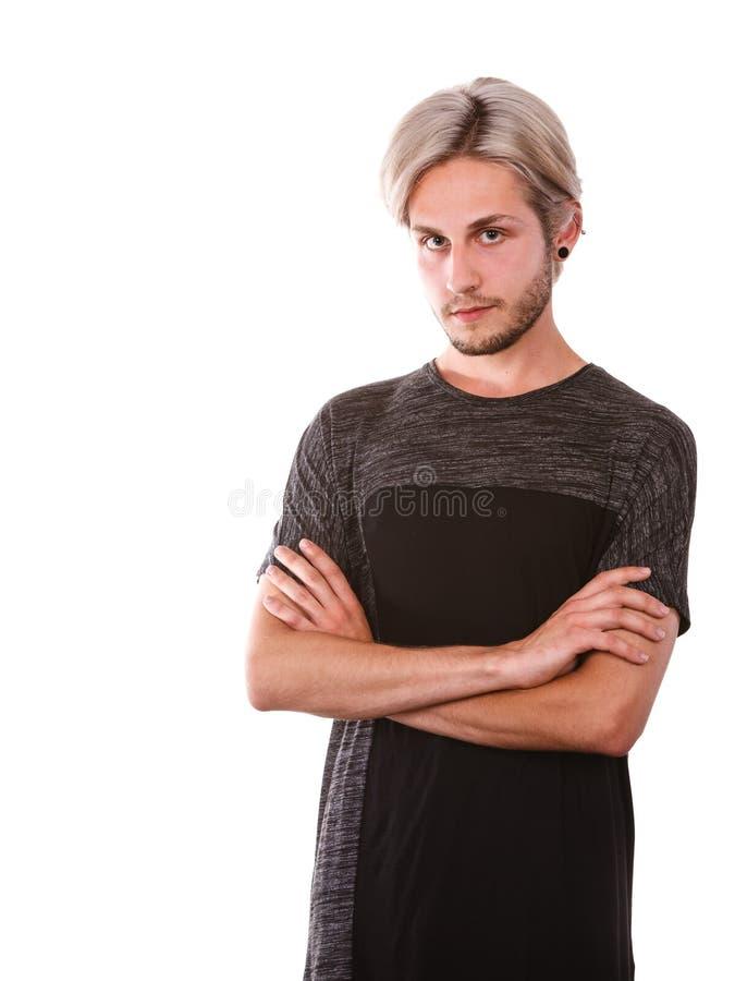 Recherche de pens?e de jeune homme une solution photo stock
