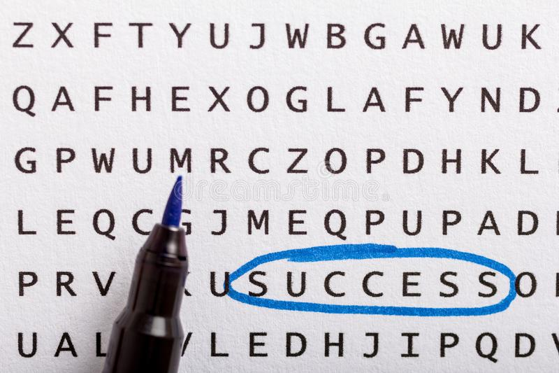 Recherche de Word, puzzle Concept au sujet de la conclusion, succès, affaires photographie stock