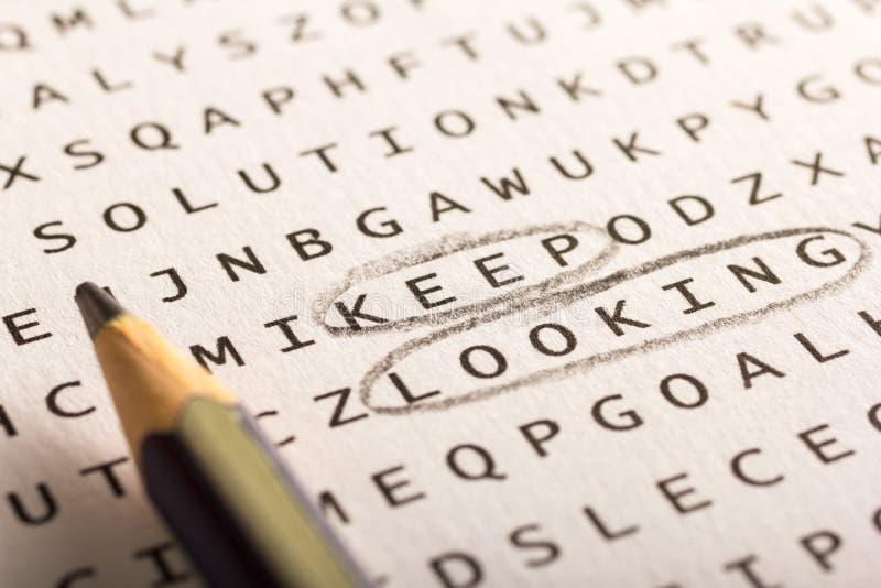 Recherche de Word, puzzle Le concept au sujet de la conclusion, continuent à regarder, persis images libres de droits