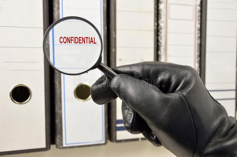 Recherche des dossiers confidentiels photos libres de droits