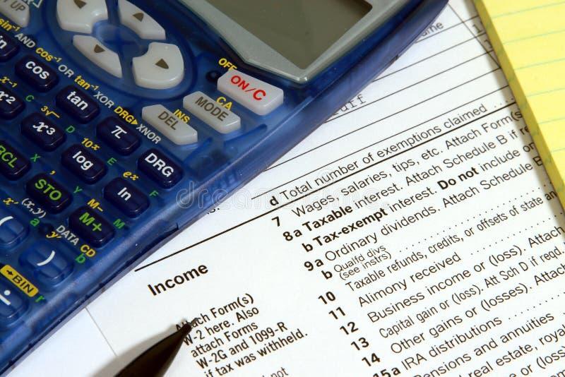 Rechner, Steuerformular, Bleistift und Auflage stockbilder