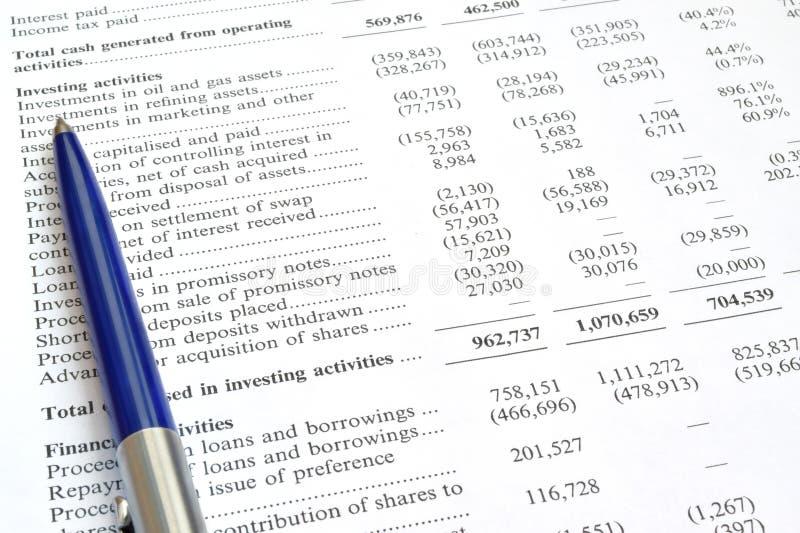 Rechnungsprüfung des Finanzberichts und des Stiftes lizenzfreie stockbilder