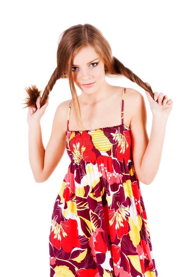 Recht anziehendes junges Mädchen im Kleid lizenzfreies stockbild