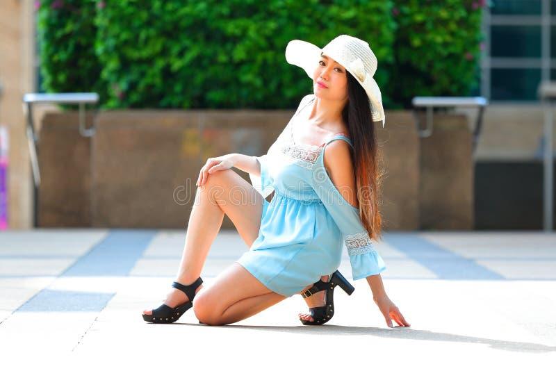 Recht asiatisches Mädchen lizenzfreies stockfoto
