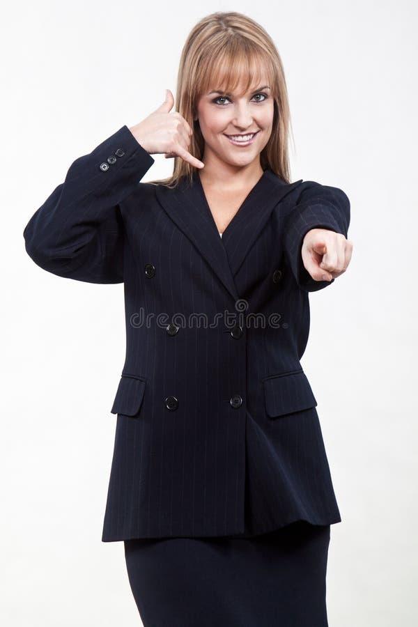 Attraktive Zwanzigerjahre kaukasische blonde Geschäftsfrau lizenzfreies stockbild
