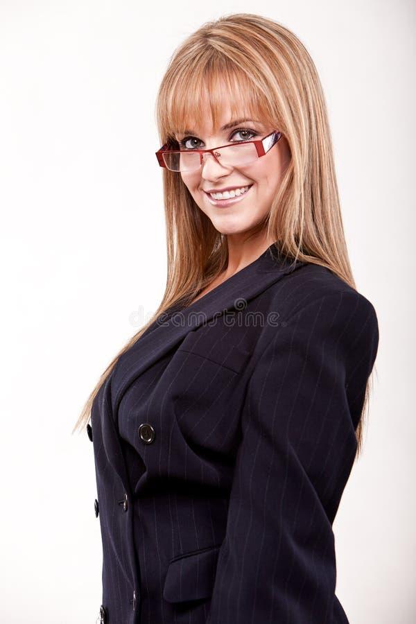 Attraktive Zwanzigerjahre kaukasische blonde Geschäftsfrau stockfotos