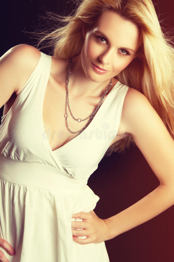Recht blonde Frau lizenzfreie stockfotos