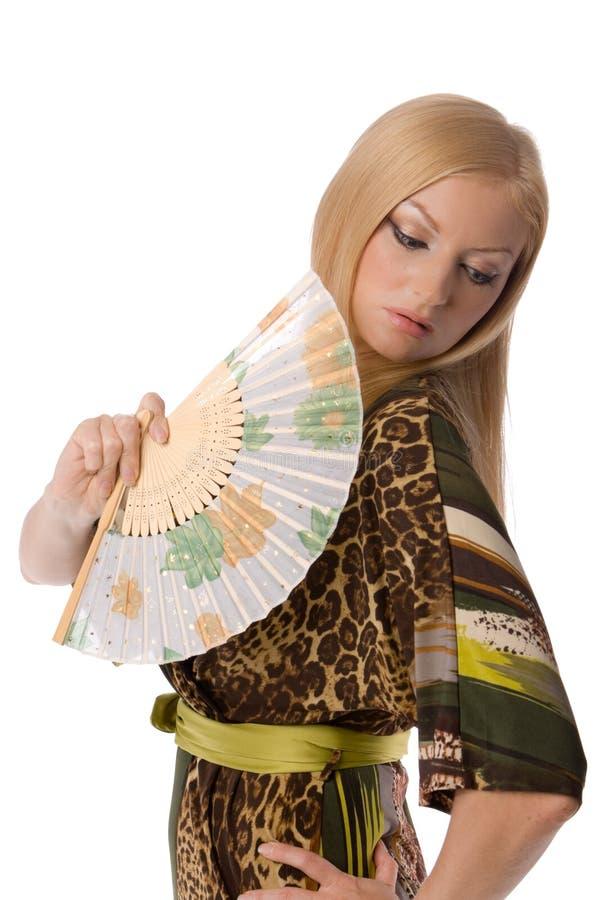 Recht Blondine mit einem Handgebläse stockfotos