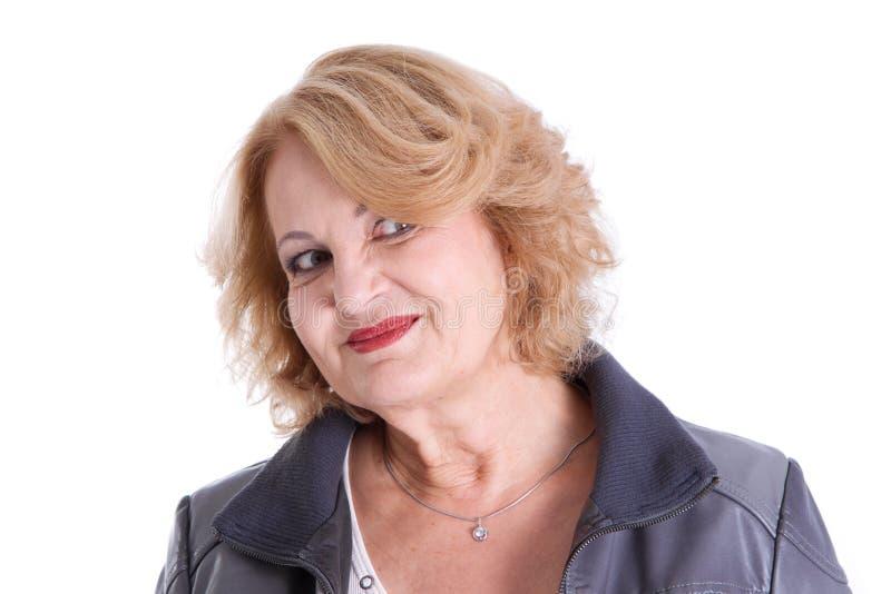 Recht Frau im Ruhestand - ältere Frau lokalisiert auf weißem Hintergrund lizenzfreie stockfotografie