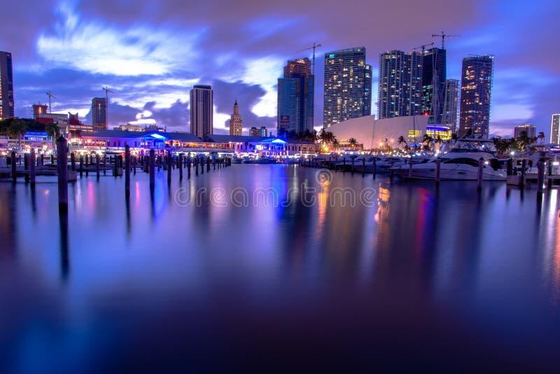 Recht het van de binnenstad van Miami na zonsondergang royalty-vrije stock foto