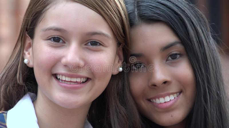 Recht jugendlich Mädchen-Lächeln stockfotos