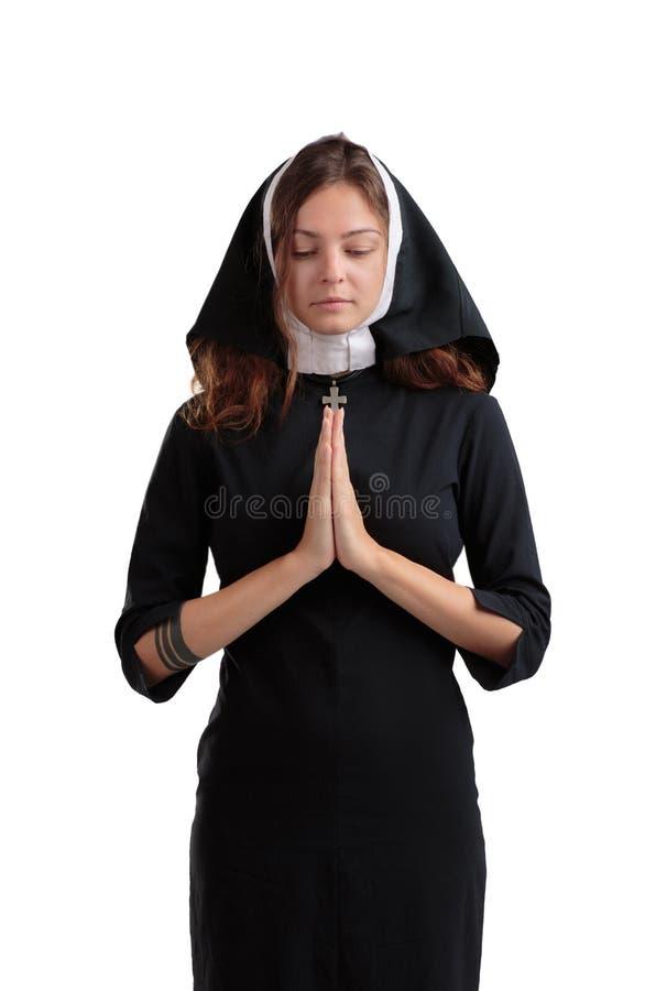 Recht junge Nonne im Religionskonzept lokalisiert auf einem weißen Hintergrund lizenzfreie stockfotografie