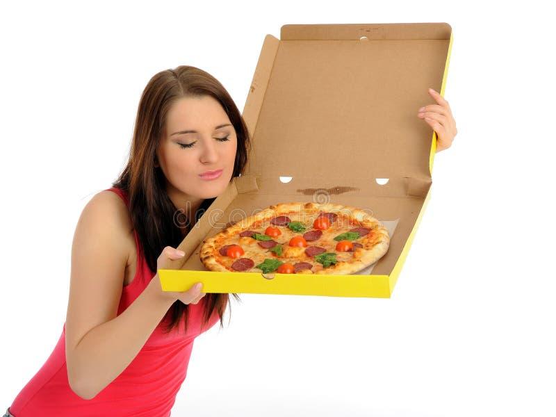 Recht junges beiläufiges Mädchen mit geschmackvoller Pizza stockfotos
