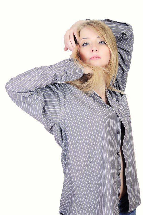 Recht junges Mädchen im Hemd des Mannes lizenzfreies stockfoto