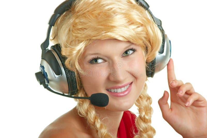Recht junges Mädchen mit Kopfhörern stockbild