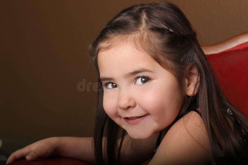 Recht junges weibliches Kind mit schönen Augen lizenzfreie stockbilder