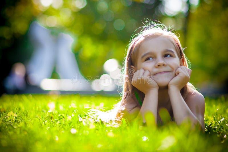 Recht kleines Mädchen stockbild