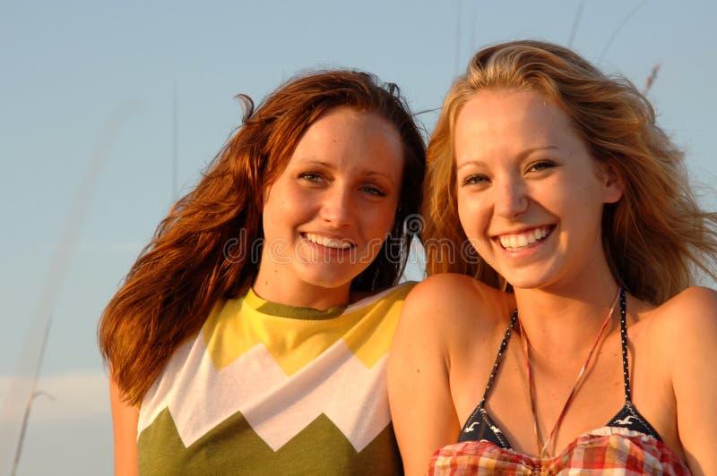 Recht lächelnde jugendlich Gesichter stockfotografie