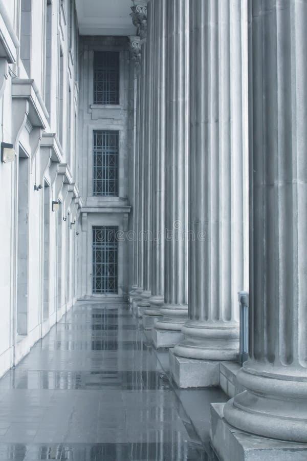 Recht und Ordnung-Pfosten im Höchsten Gericht stockbilder