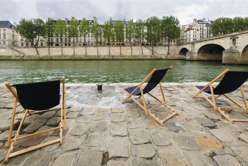 Rechte Bank der Fluss-Seines mit Ansicht von Ile St. Louis und von Pont Marie, Paris, Frankreich lizenzfreie stockbilder