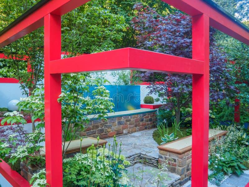 """Rechte Seite Chelsea Flower Show 2017 Hagakure-†""""versteckte Blätter Ein terassenförmig angelegter Garten mit starken japanische lizenzfreie stockfotografie"""