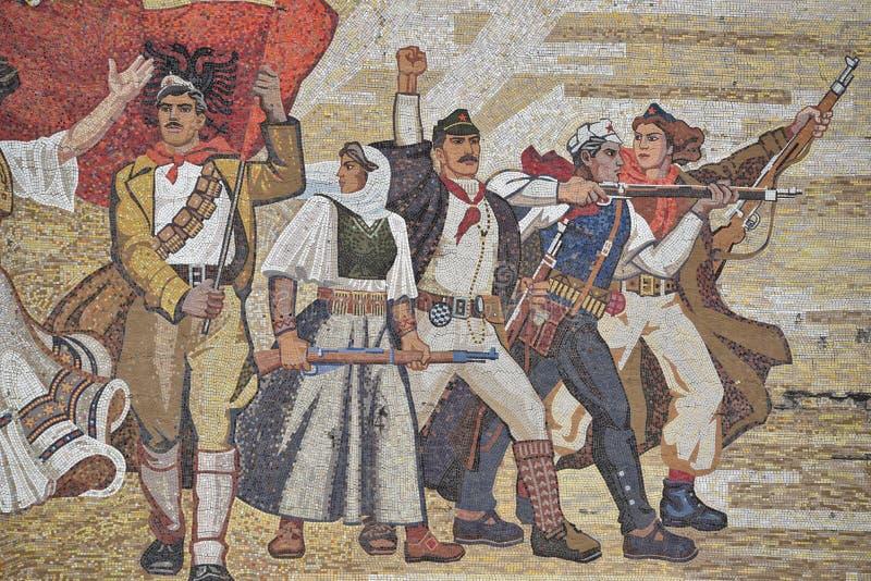 Rechte Teilansicht über das Mosaik über dem nationalen Geschichtsmuseum, Tirana, Albanien stockfoto