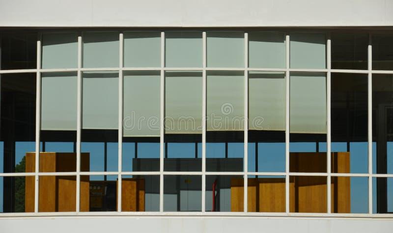 Rechteckige Fensterfassade stockbild