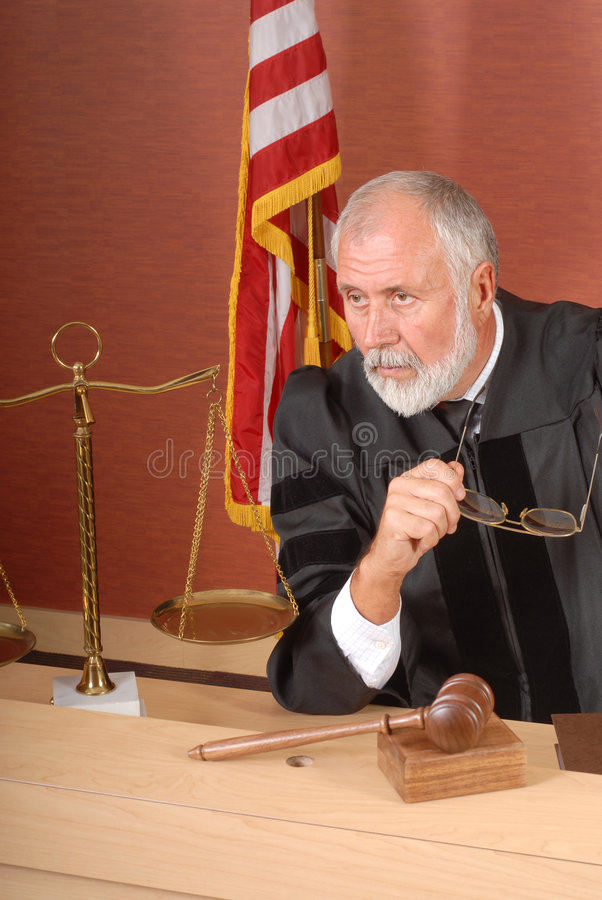 Rechter in gedachte stock foto