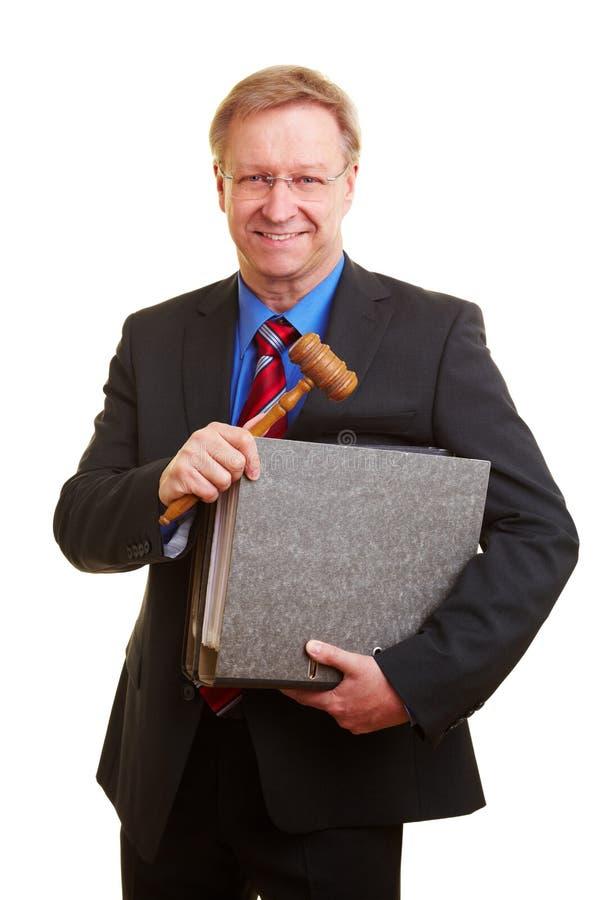 Rechter met hamer en dossiers royalty-vrije stock foto