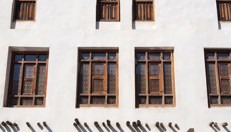 Rechthoekige houten vensters met arabesque in Arabische stijl, close-up royalty-vrije stock afbeelding