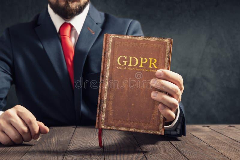 Rechtsanwalt zeigt allgemeine Daten-Schutz-Regelung lizenzfreie stockfotos