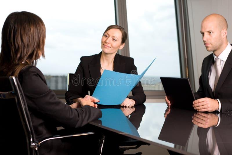 Rechtsanwaltberatung in einem Büro stockfoto