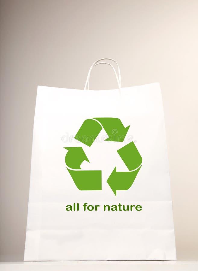 Recicl o símbolo no saco de compra foto de stock