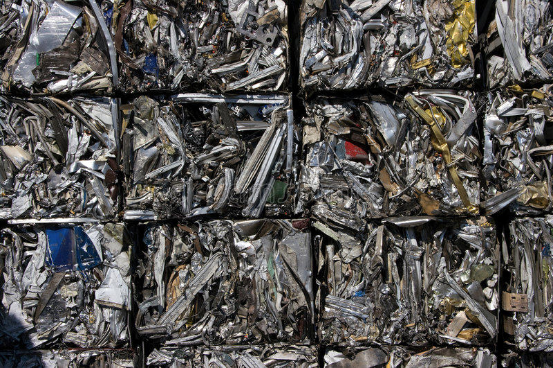Recicl os cubos de alumínio fotos de stock