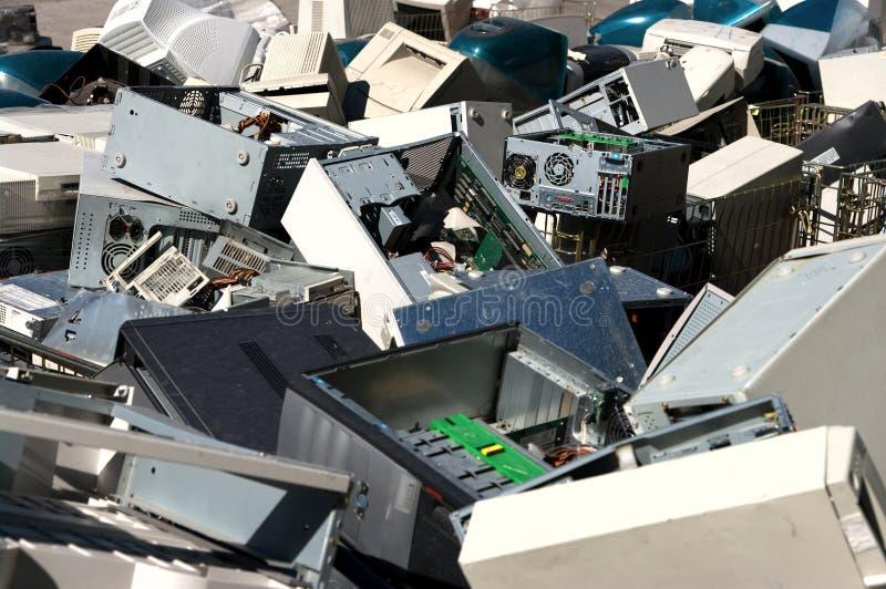 Reciclaje de las piezas del ordenador fotografía de archivo